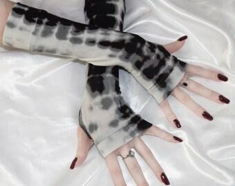 Gray Tie dyed Arm Warmers Fingerless gloves Armwarmers gothic goth gypsy dancing hippy hippie boho bohemian burlesque belly dance yoga run