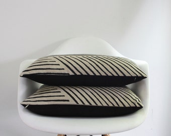 Karnataka lumbar pillow cover in black on natural ecru organic hemp