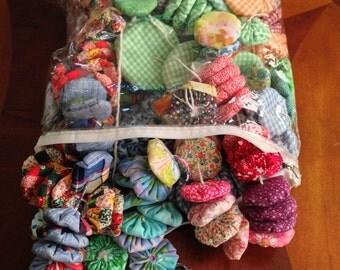 Vintage Fabric Yo-Yos / Vintage Sewing Notions / Vintage Fabric / Yo-Yos / Sewing Project / 1960s Fabric