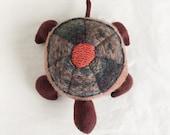 upcycled wool turtle plush - tortue de laine récupéré