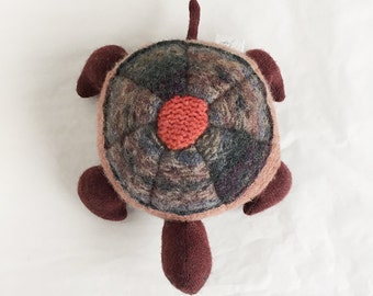 upcycled wool turtle plush - tortue de laine récupéré