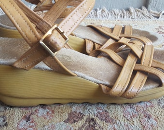 STRAP   ///    70s Wedges