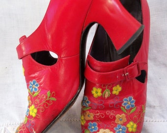 Amazing Embroidered Flowers ~ RED Vintage Shoes ~ Tap front toe ~ Joseph Magnin ~ Size 8 AA ~  Chunky Silhouette Heel
