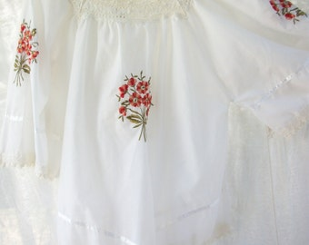 Vintage Boho Embroidered Blouse ~ White with Crochet style Lace ~ made in Greece ~ Hippie chic