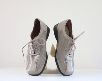 taupe lace ups / 6