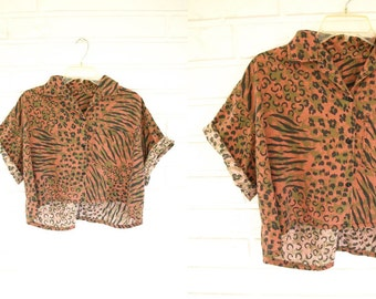 Unique 80s vintage button up animal print womens crop top with pockets size M or L