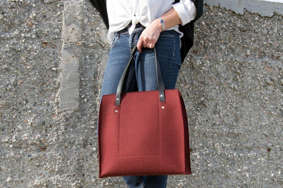 Felt LARGE TOTE with leather straps / 100% wool felt / felt bag / felt tote / burgundy bag / maroon bag / handmade / made in Italy