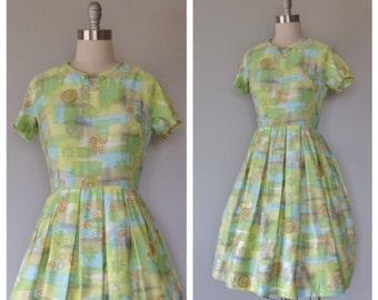 50s cotton floral dress size large / vintage floral dress