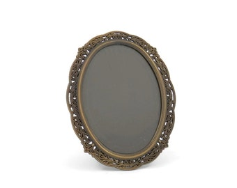 Retro Oval Picture Frame Metal Filigree with Bronze Finish