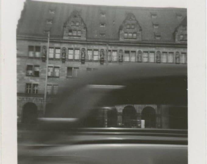 Passing Car, 1950s, Vintage Snapshot Photo (511434)