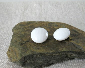 Earrings Vintage milk glass, clip earrings, round white glass