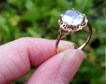 Beautiful 9ct Gold and Blue Topaz Ring - UK Size N - US Size 7 - EU Size 54