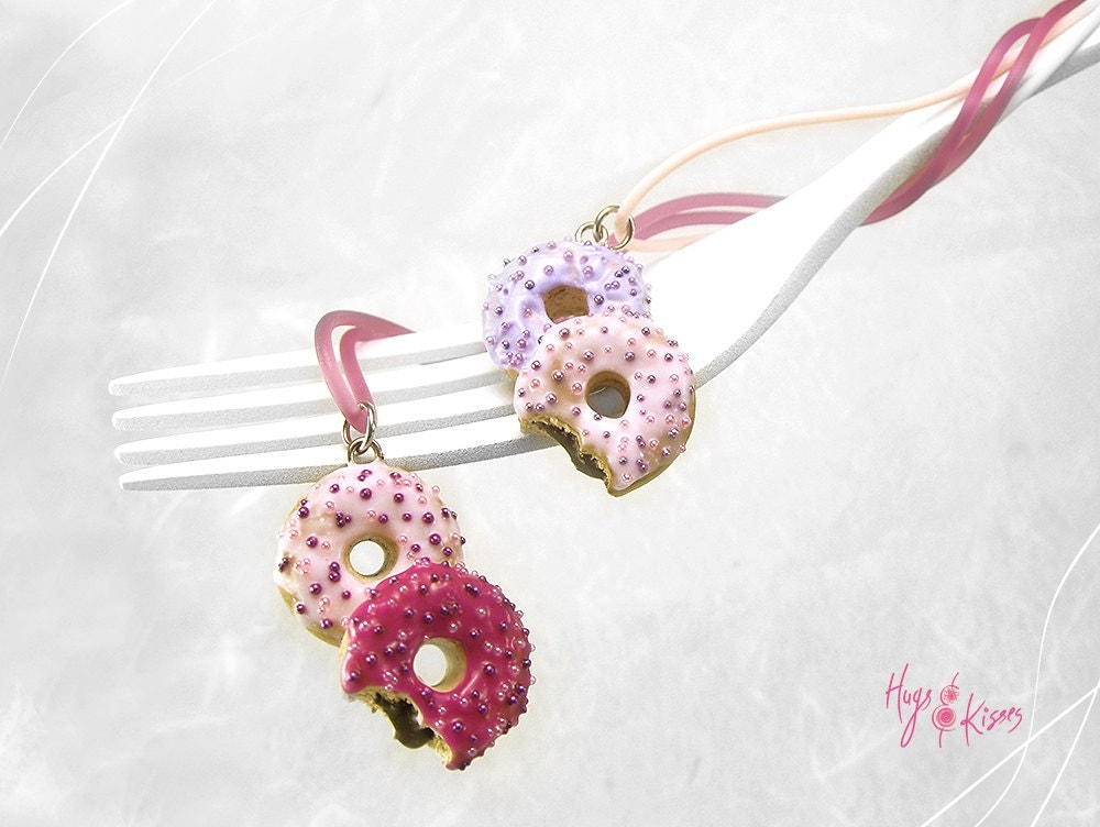 Scented donut necklace miniature food donut jewelrypolymer for How to make scented jewelry