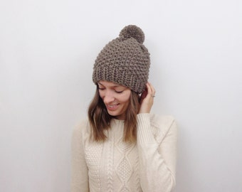 Chunky Knit Hat with Pom-Pom / THE COININ / Taupe