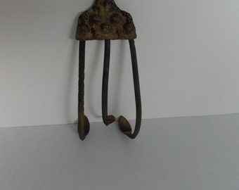 Primitive Cultivator Head Rusty Three Tine dirt disturber Rusty Gold  Farm  Garden,  Rustic decor  Repurpose ME please