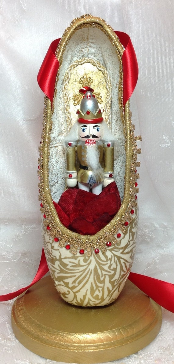 Gold and red nutcracker themed centerpiece ballet