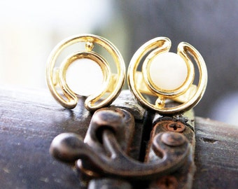 Vintage gold mod looking art deco design cufflinks with mother of pearl inset. Classic timeless style.