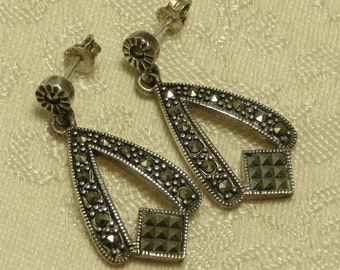 Pretty vintage sterling silver retro Art Deco style marcasite dangle dangling post earrings