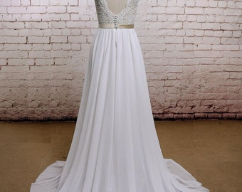 V-Back Wedding Dress with Chiffon Skirt A-line Style Bridal Gown Sleeveless Wedding Gown with Champagne Lining of Bodice