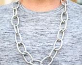 Silber strukturierten großen ovalen Link Kette Halskette mit Lavendel Wildleder Schnur