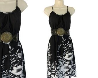 Vintage Dress 1970s Shift Dress Black and White Printed Dress Size 6