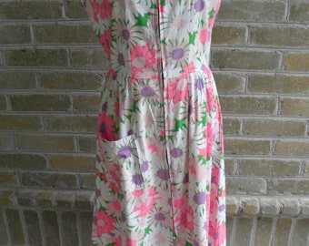 70's Pink Daisy Vintage Lounge Dress / Pink Floral Day Dress / Pink Dressing Gown / Patio Dress
