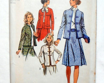 70s Womens Suit, Jacket and Skirt pattern, Simplicity 9819 Sewing pattern, Size 18 bust 40, 70s clothing, Epsteam