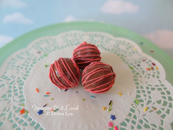 FAUX Fake Milk Chocolate Strawberry Pink Drizzle REALISTIC Kitchen Decor Display