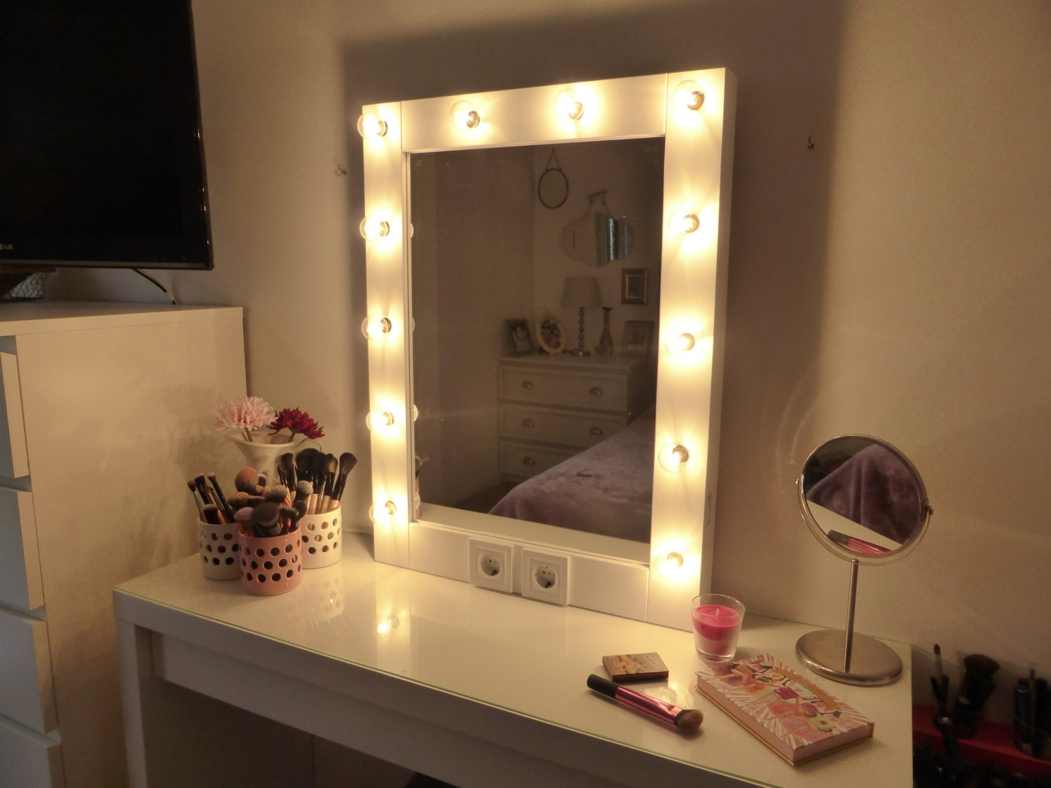 makeup mirror with lights vanity mirror hollywood mirror. Black Bedroom Furniture Sets. Home Design Ideas