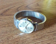 Mens Caravelle (Bulova) Watch Wind Up 17 Jewel with Date Large Easy to Read