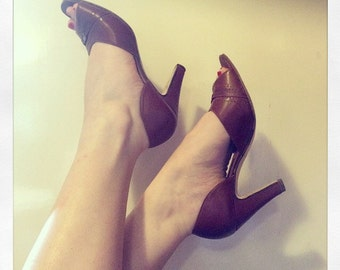 Lovely Leather 1940's Style Cut Away High Heels - Size UK 5 - US 7.5