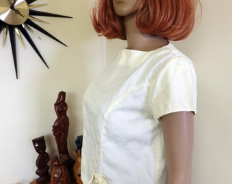 50s / 60s vintage ladies crop top - pretty pastel lemon cotton - bow and button feature one side