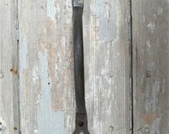 A beautiful hand wrought iron Shaker heart door pull DH1