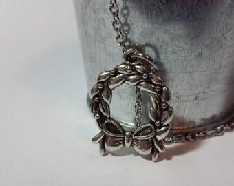 3D Wreath Necklace