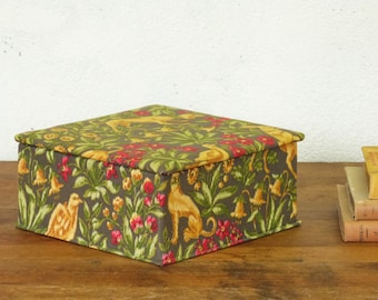Green Jewelry box - Sewing box - English patterns - Floral patterns - Interior red velvet