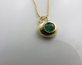 WCG551 Gold and Emerald Pendant Necklace