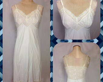 1960s White Nylon Full Slip with Embroidered Chiffon Overlay and Lace Trim in Midi Length - Size Medium