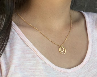 Gold Circles Necklace. Gold minimalist Simple geometric Necklace. Minimal necklace