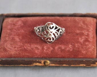 Vintage Sterling Silver Filigree Ring - domed face with cut out scroll design - Size 6
