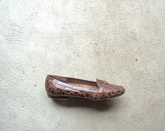 Vintage 80's brown loafers, faux patent croc flats, size 8.5