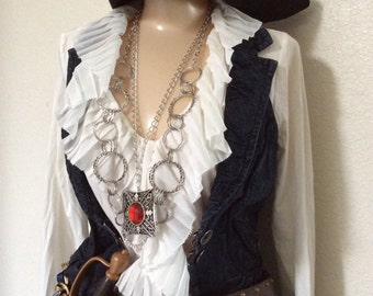 Adult Women's Pirate Halloween Costume Including Jewelry - Large/XL
