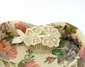 Bridal hair comb, ivory hair comb, lace hair comb, bridal flower comb, flower hair comb, pearl hair comb, bride hair comb, bridal haircomb