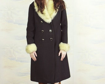 1960s black coat,princess coat,fur collar coat,Wool and fur coat,Fur trimmed black coat,winter coat.size Medium,penny lane coat