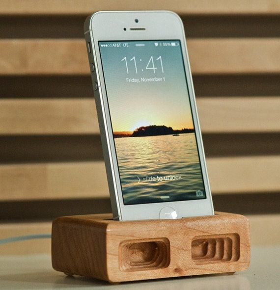 Summer Sale - Over 40% OFF the CLASSIC Acoustic Docking/Charging Station in light brown MAPLE for iPhone 5