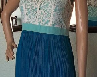 Lovely MINUET Aqua & Lace PLEATED Skirt DRESS Peter Pan Collar
