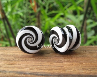 "Black & White Striped Candy Spiral Glass Plugs 6g 4g 2g 0g 00g 7/16"" 1/2"" 9/16"" 5/8"" 3/4"" 1"" 4mm 5 mm 6 mm 8 mm -  25 mm"