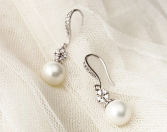 Pearl Bridal Earrings Pearl Wedding Jewelry Bridesmaid Gift Earrings White Pearl Drop Earrings Bridal Party Gifts Bridal Jewerly