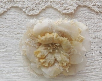 Pale Yellow Hair Flower/Boho Chic/Vintage Hair Accessory/Oversized Hair Flower/Shabby Chic/Vintage Wedding/Romantic Summer Retro Victorian