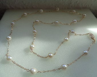 Gold chain, gold 585, with shimmering Akoya pearl lang,