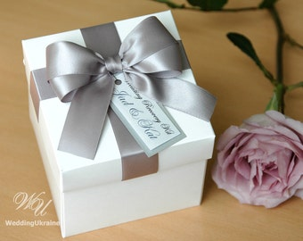 Elegant favor gift box with satin ribbon, doubled bow and tag - White and Silver - Custom personalized wedding favor boxes